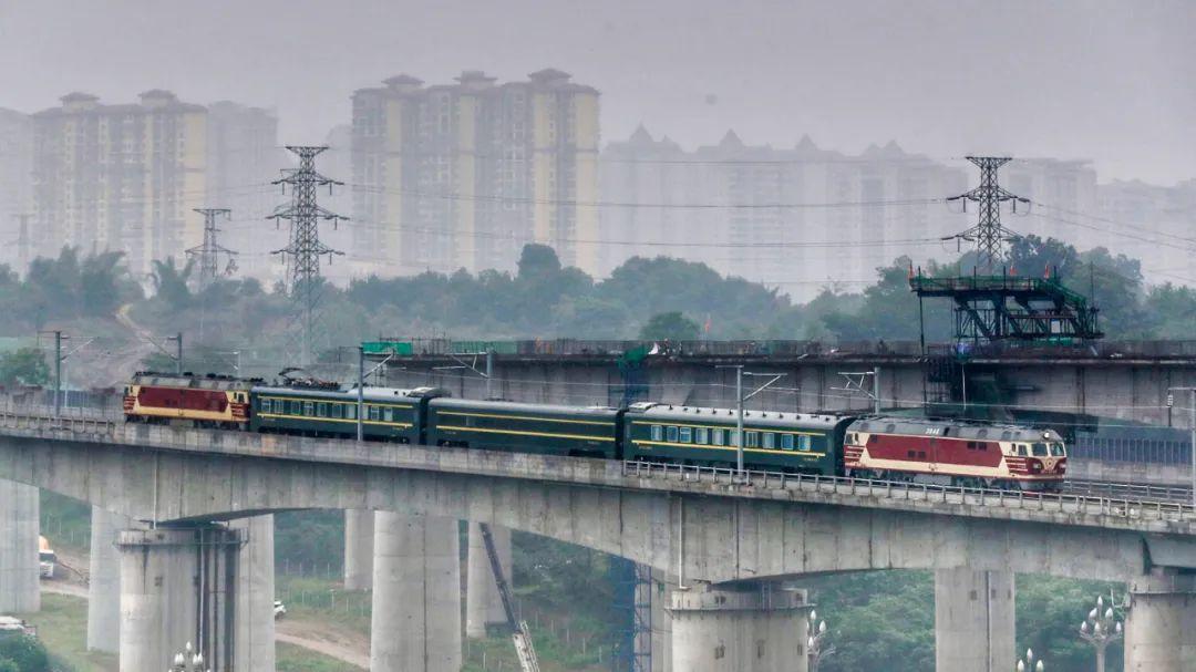 火车开到泸州了~绵阳至泸州高速铁路内江至自贡至泸州段正式开启联调联试~